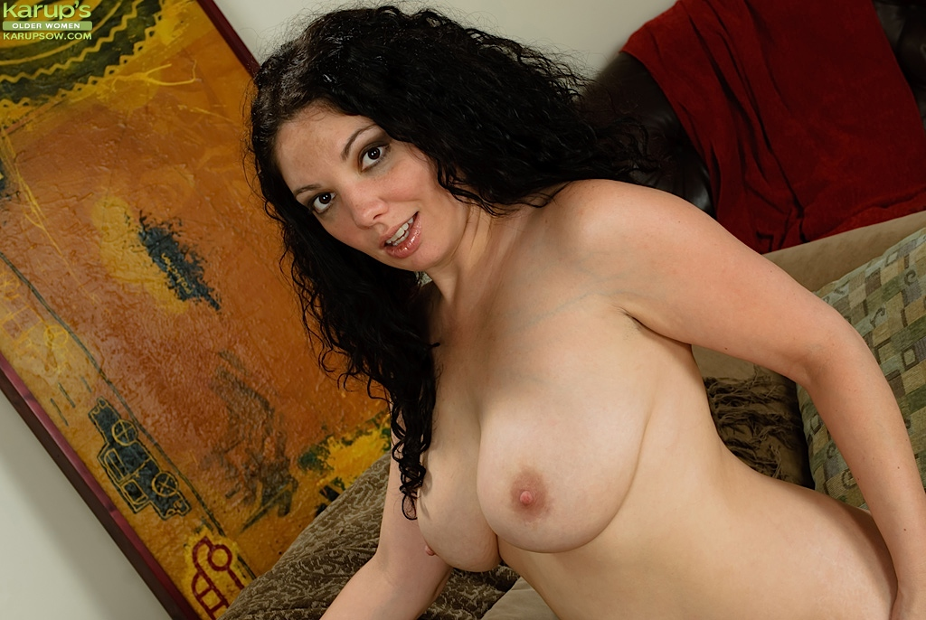 milf naked playing with herself