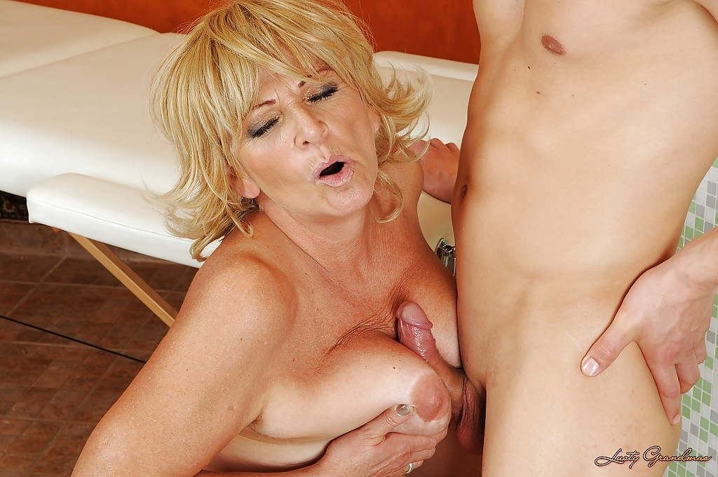 Old blonde whore — pic 1