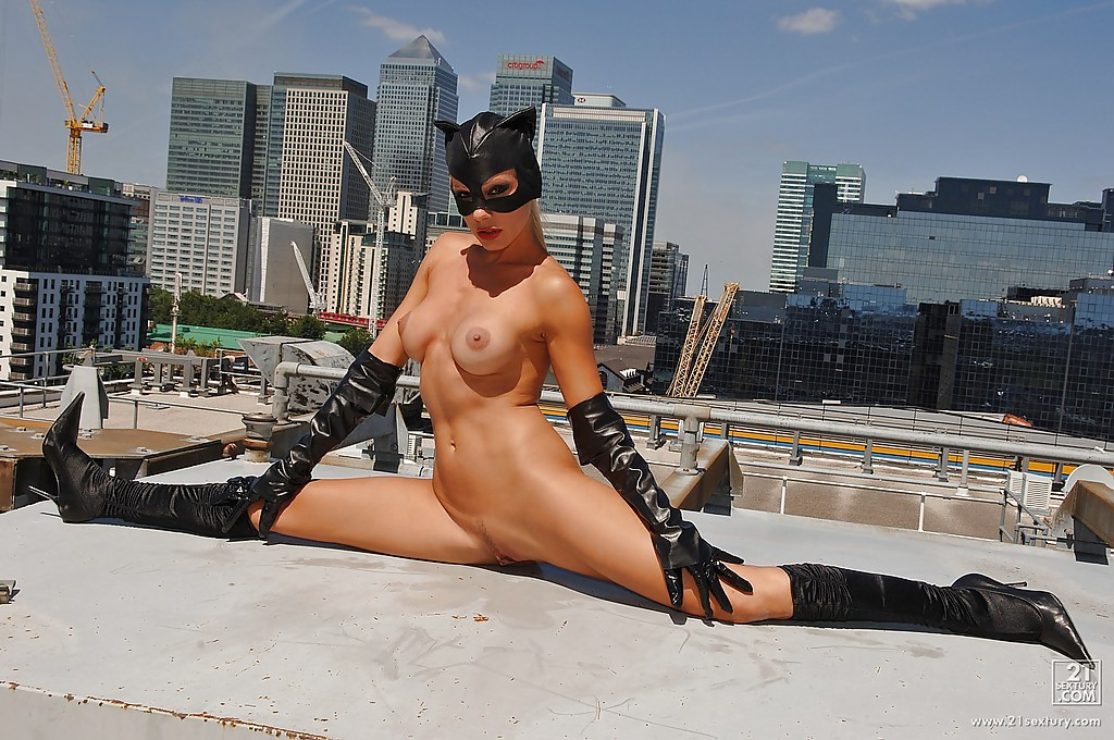 Catwoman naked elastigirl fighting and