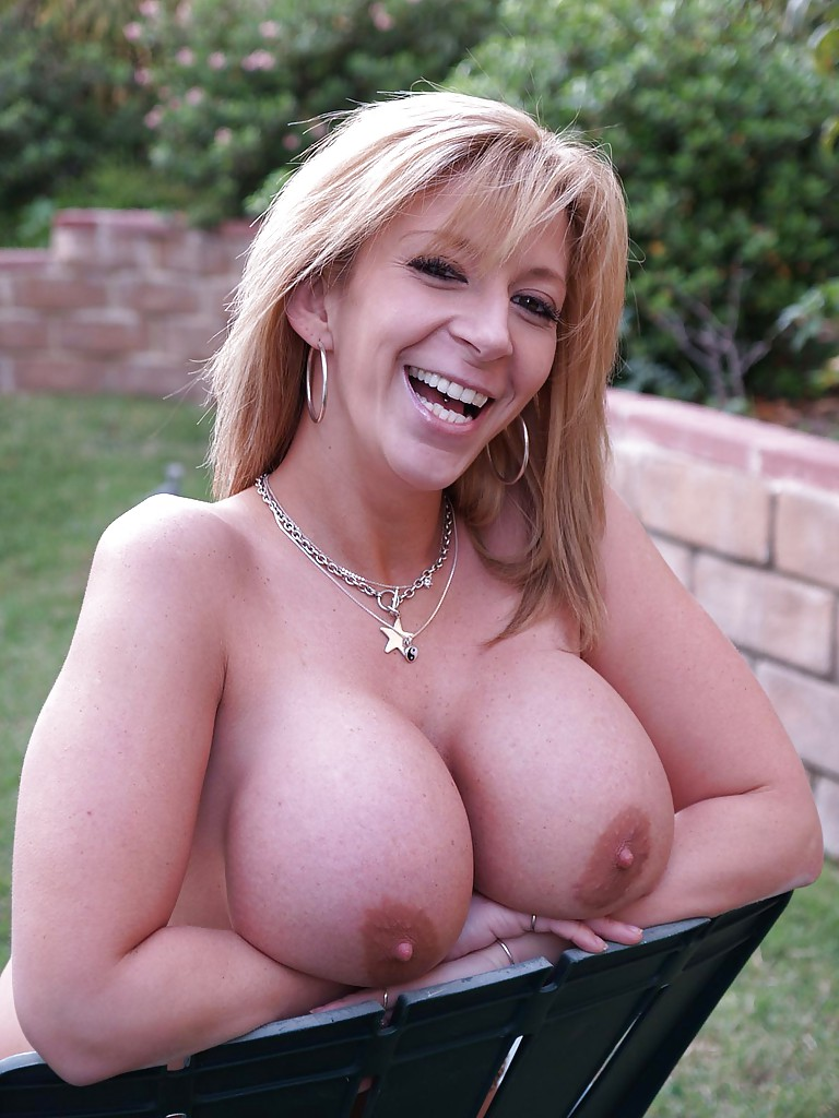 Milf topless photos