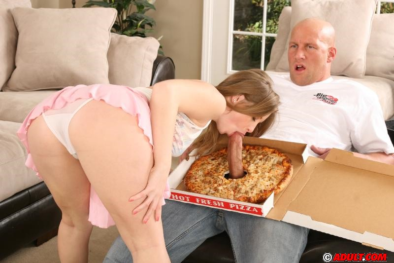 2 milfs seducing the pizza guy