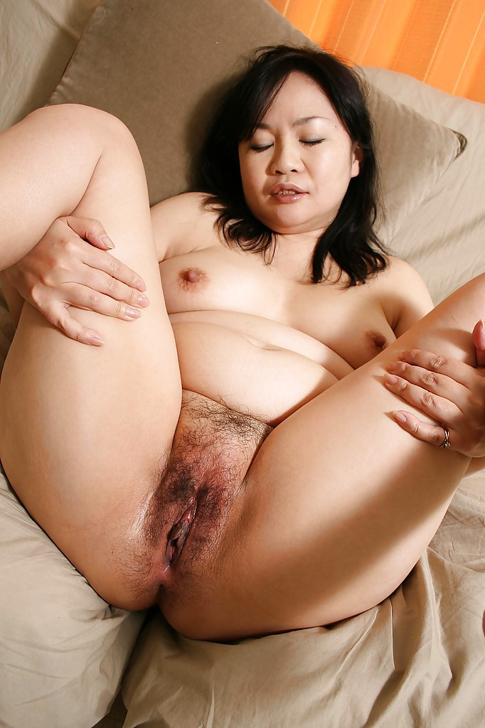 Horny indonesian milf gets her wet pussy fingered 2 2
