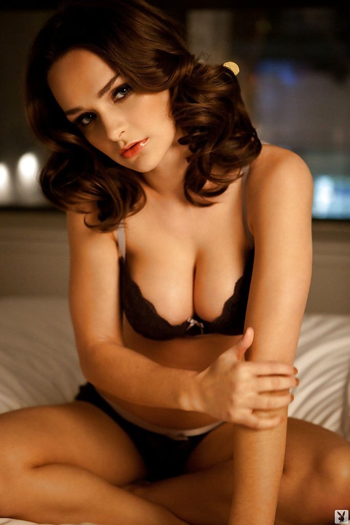 ... Kristen Pyles slipping off her lingerie and posing nude on the bed ...