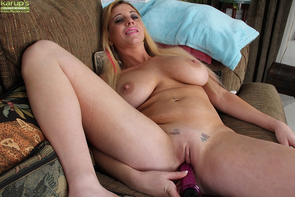 Mature tits toying — 10