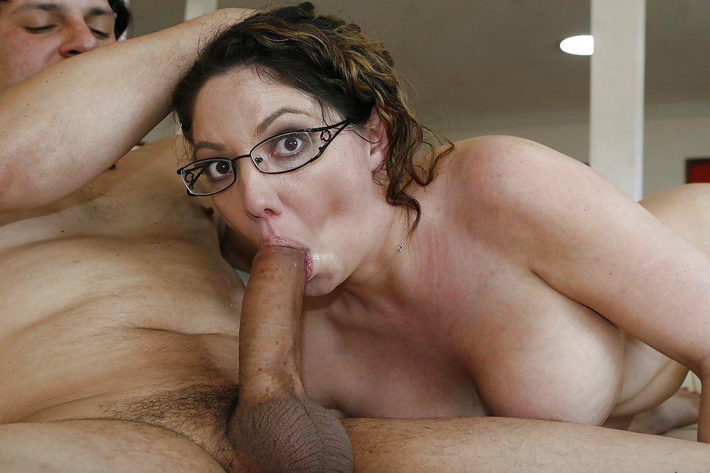 tall-milf-in-glasses-gets-fucked