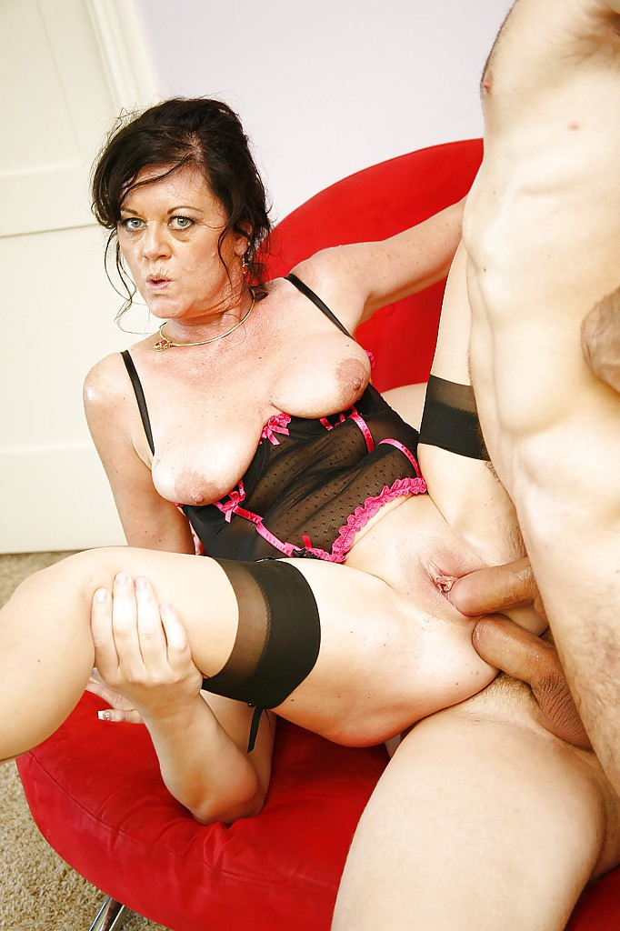 Free hot mom big tit tubes