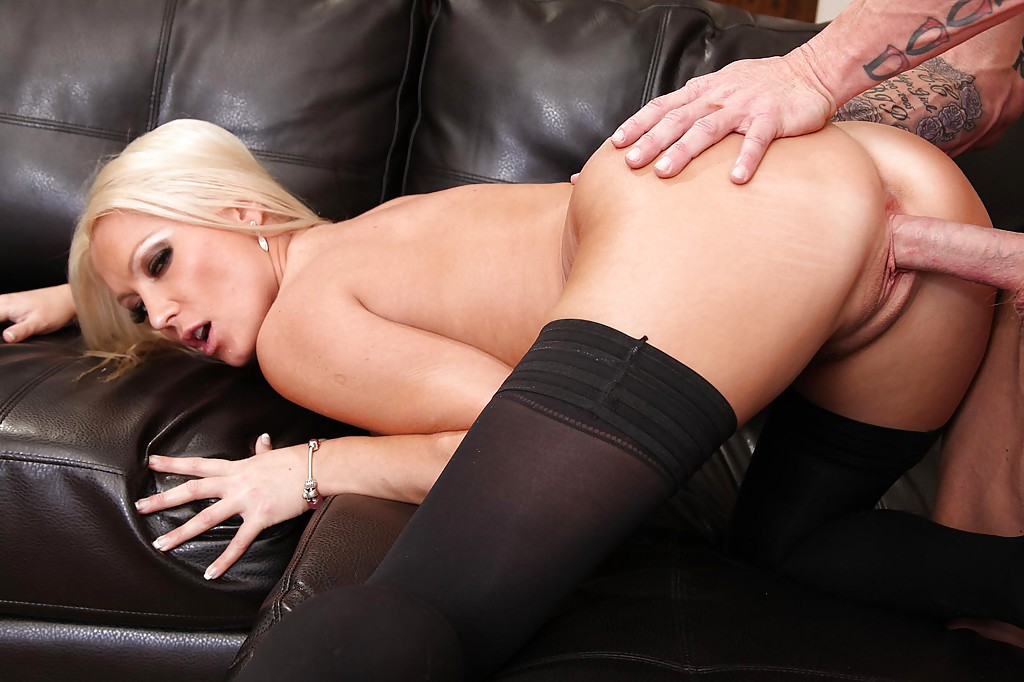 Sexy Blonde In Stockings Diana Doll Gets Fucked And Jizzed Over