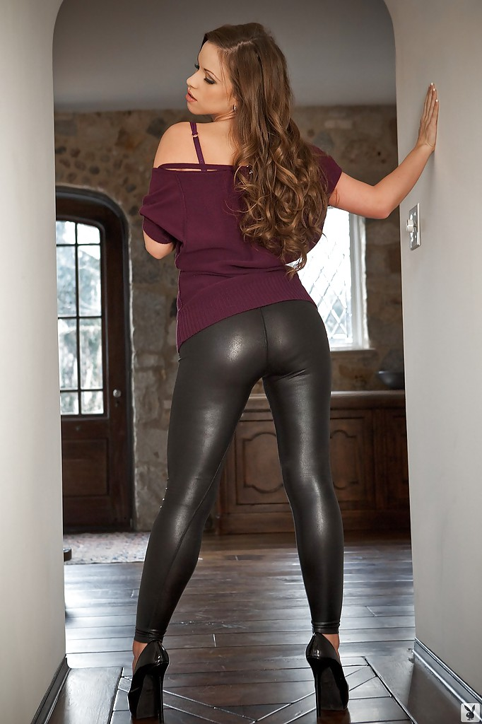 girls in tight leather sex clothes