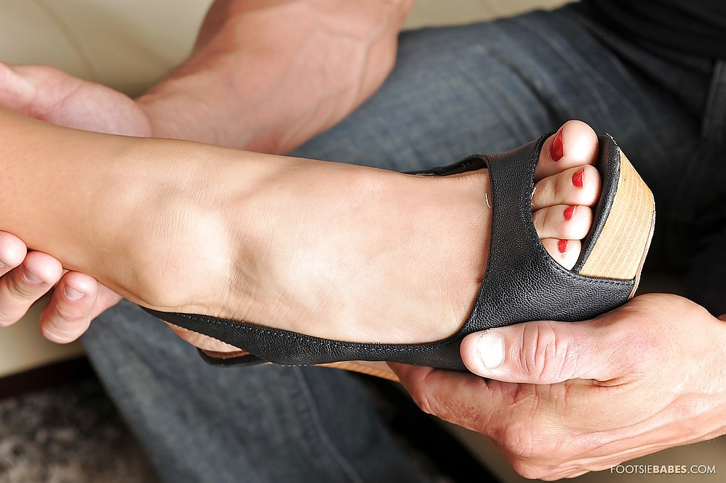 Milf feet closeup footjob