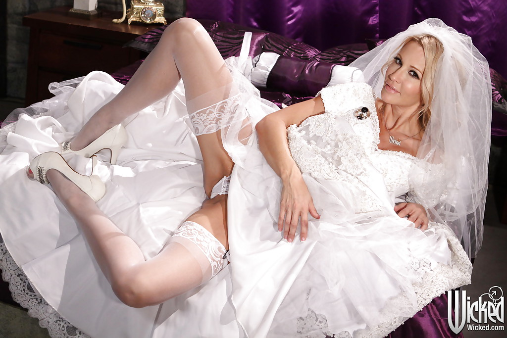 Wedding dresses bride naked