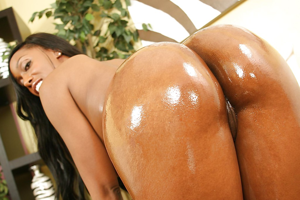 image Cute ebony bombshell gets banged in her tight pussy