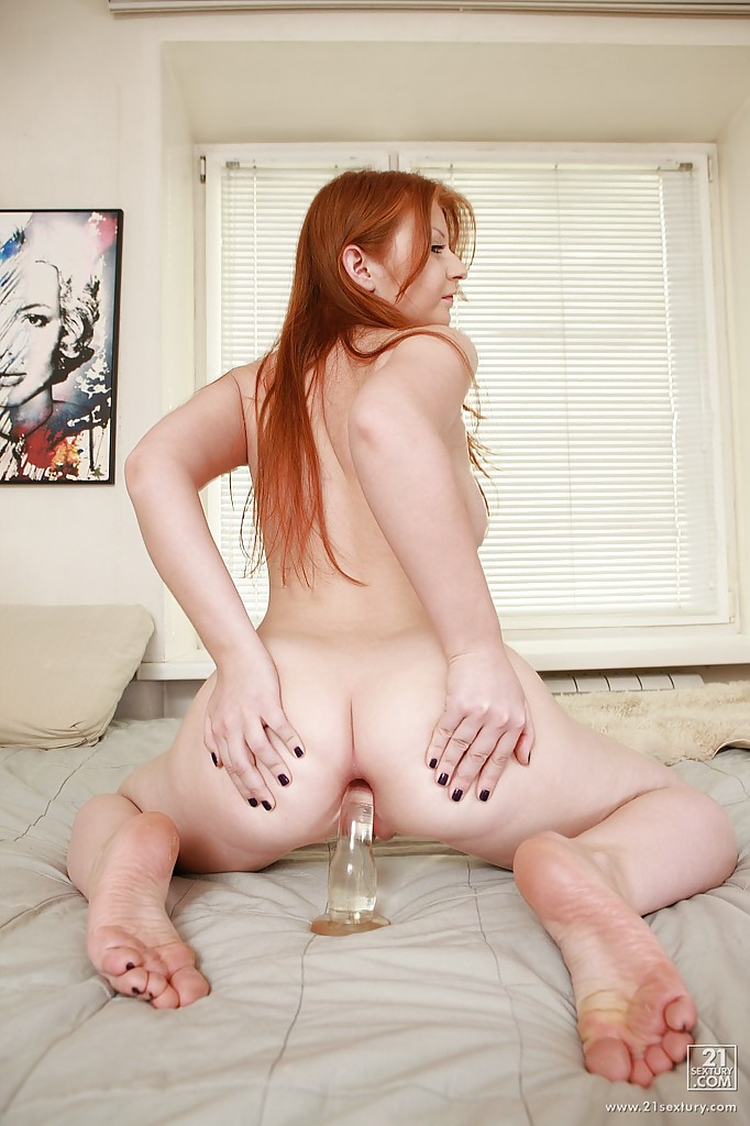 Butt naked ginger girl — pic 14