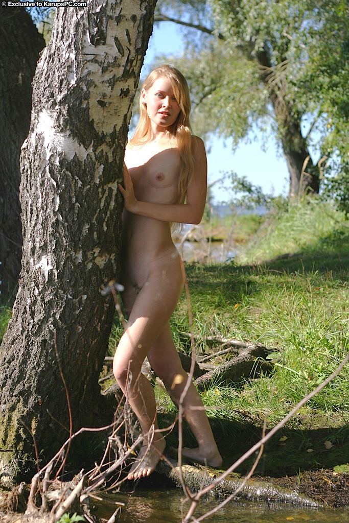 Slender blonde amateur with tiny titties posing nude outdoor