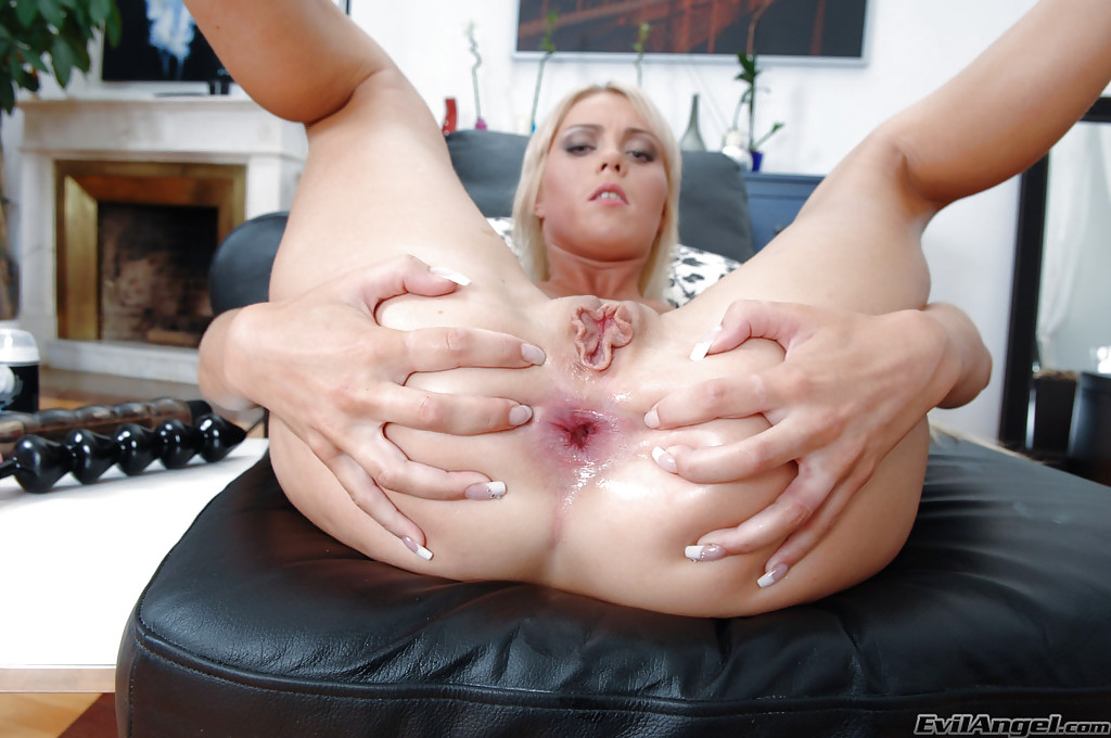 Free Blonde, Gape Pictures