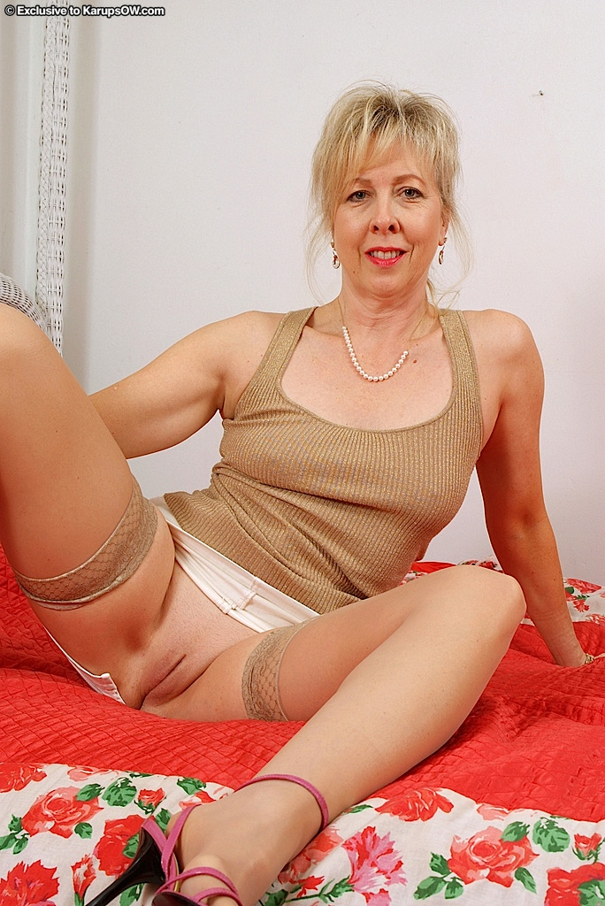 Naked mature women legs