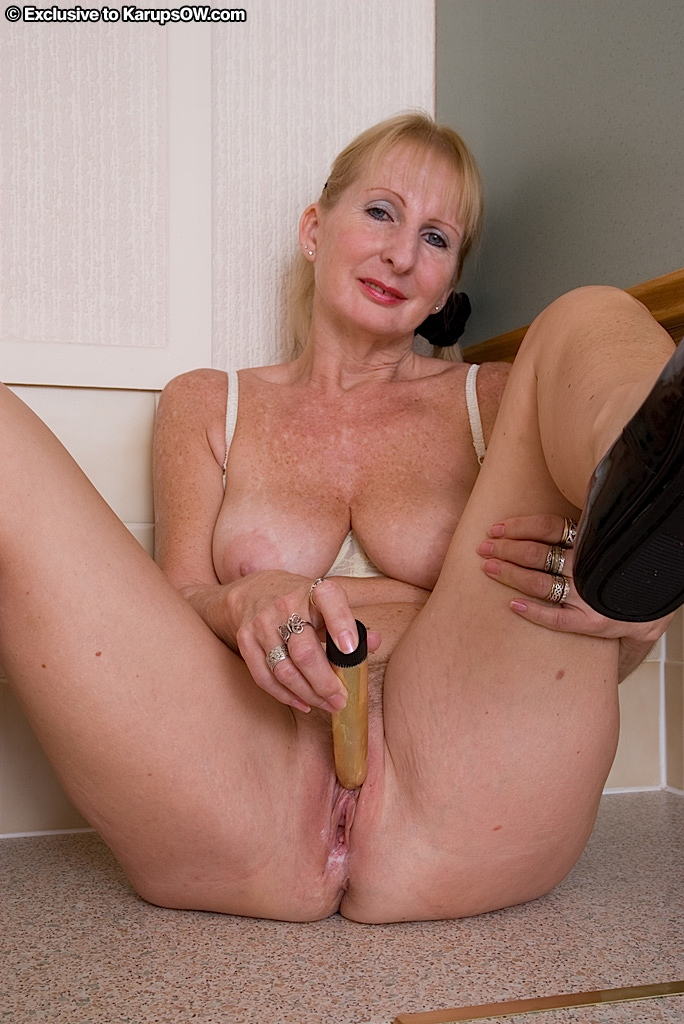nude woman hairy vibrator