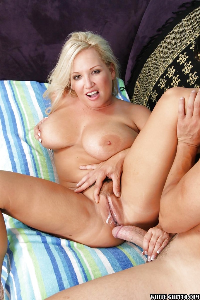 beautiful naked blonde milf