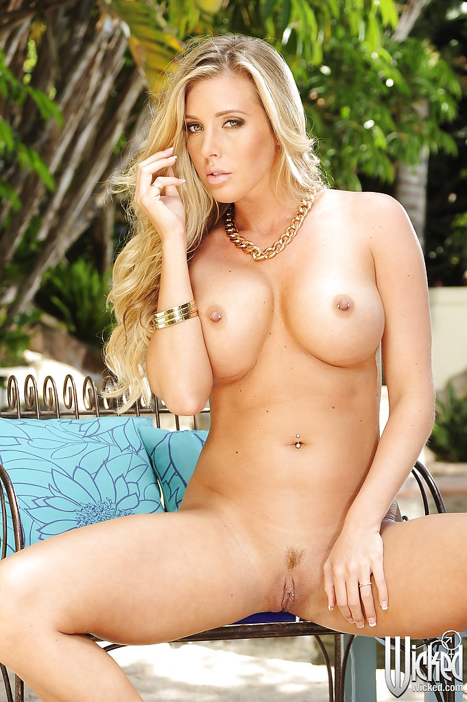 Samantha Saint Poolside Vixen 1