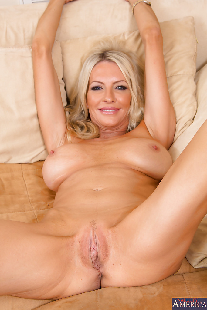 naked blonde milf