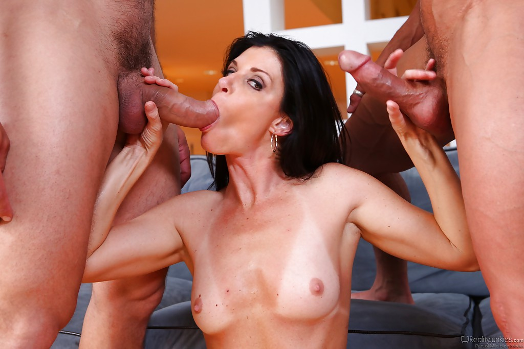 Brunette milf double penetrated