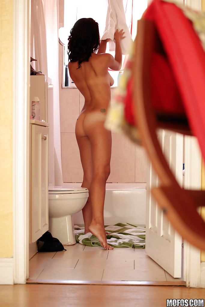 latina-showered-in-piss