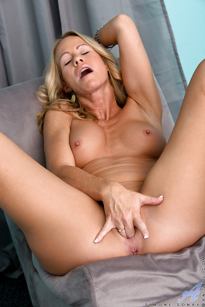 hot milf fingering herself