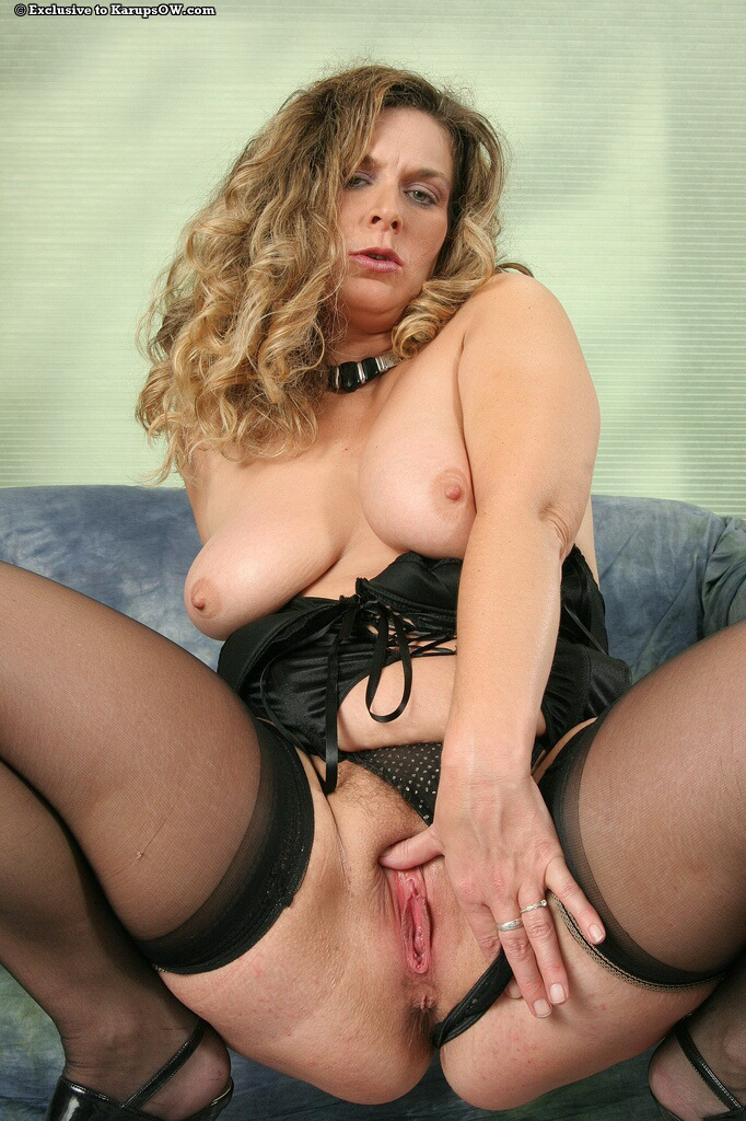 Bbw in stockings really loves to masturbate