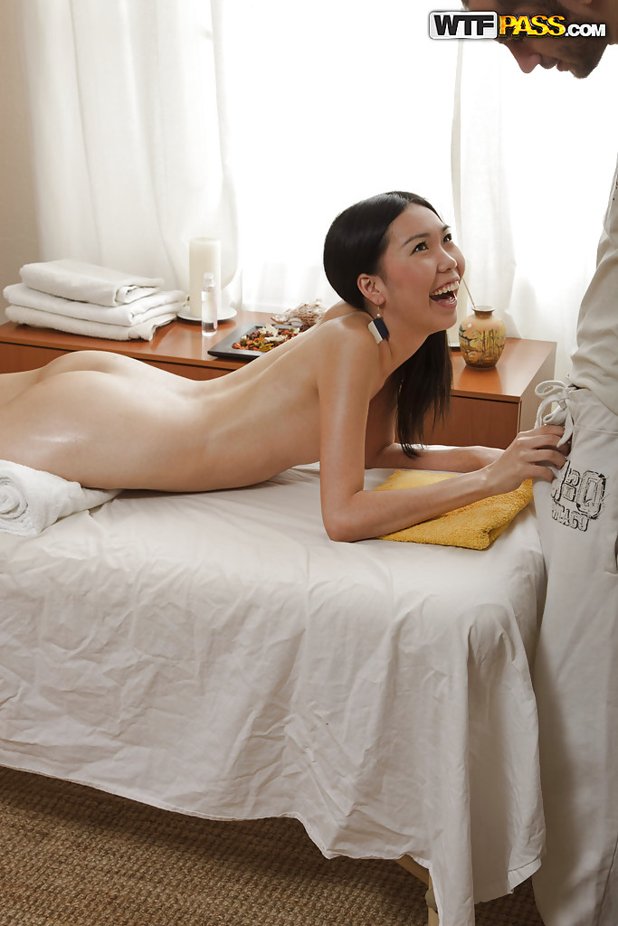 Asian girl gets erotic massage