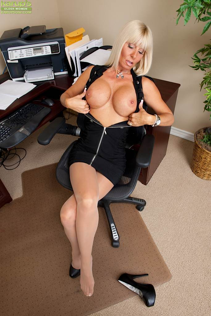 mature office women in pantyhose