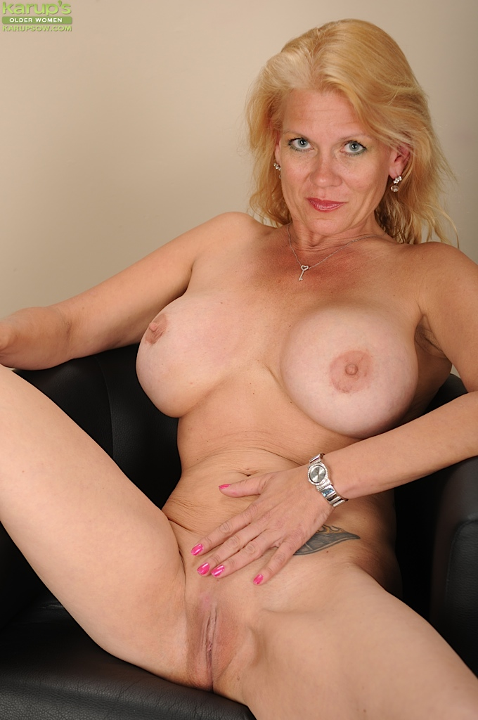 Opinion mature sexy blondes nude not