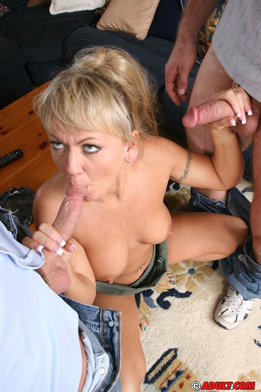 Milf takes it on her tounge