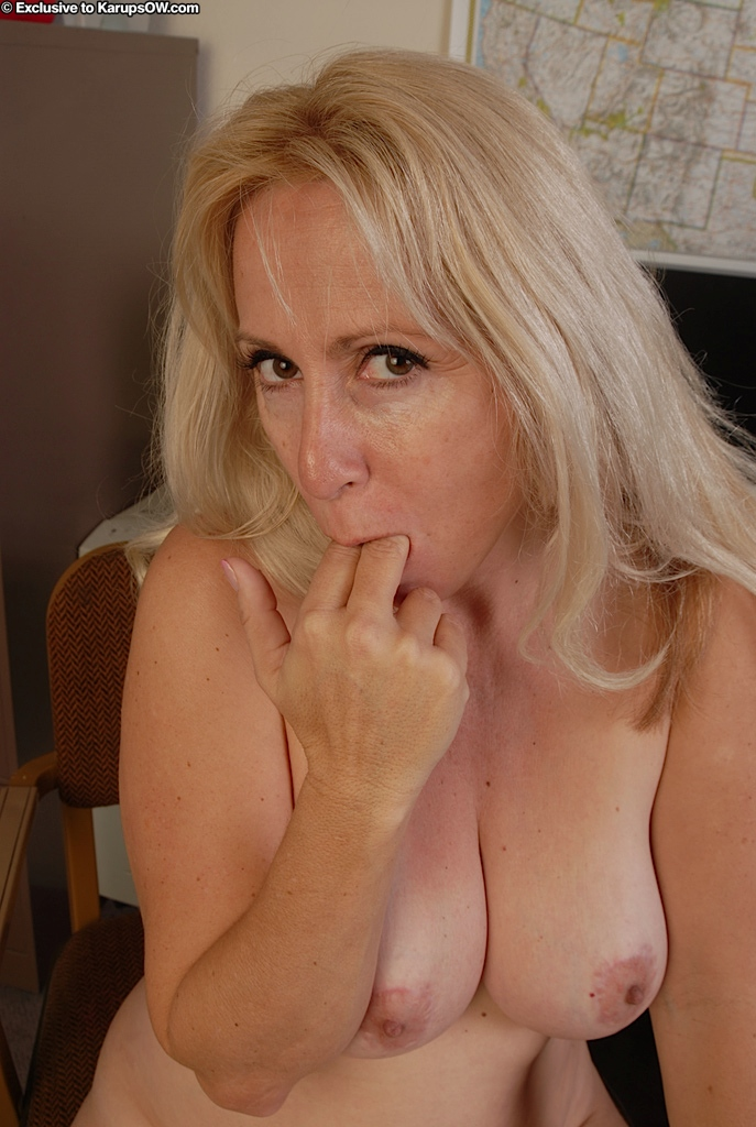 Lusty Mature Blonde With Big Tits Posing Nude And Acting Sassy In