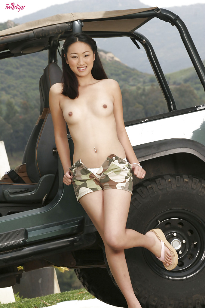 girls-caught-naked-in-cars