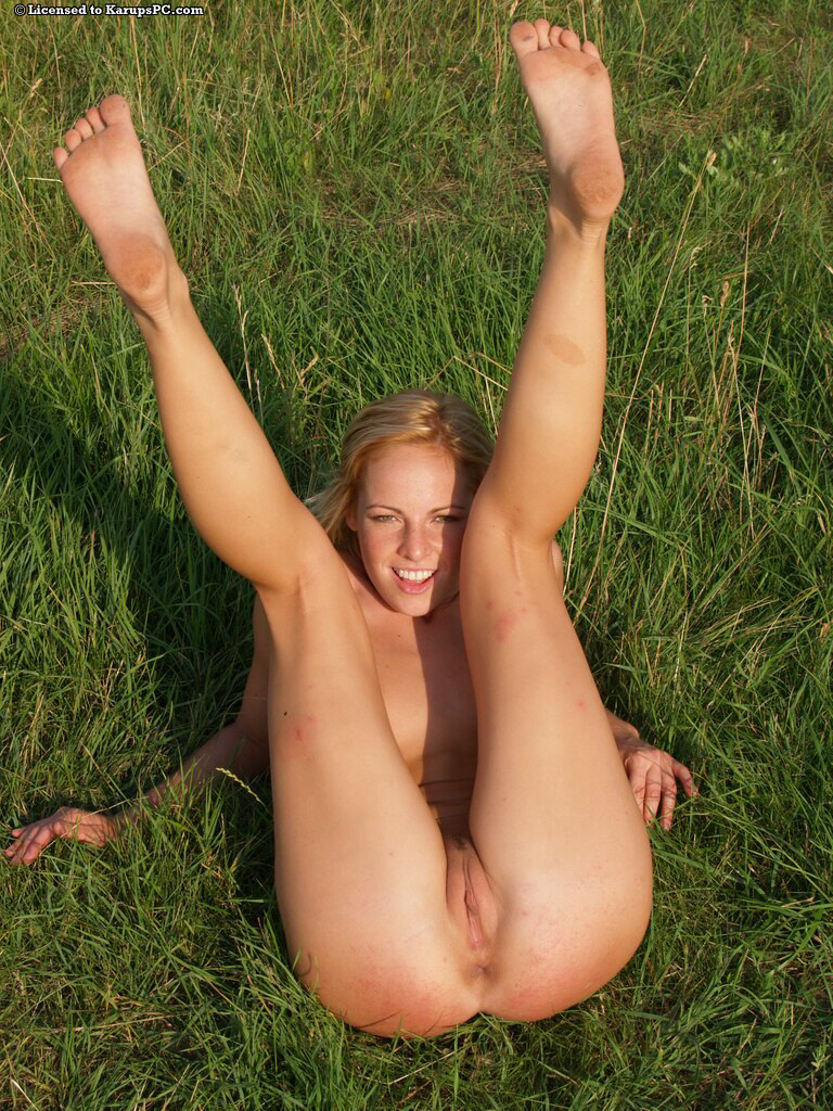outdoors girls Naked amateur