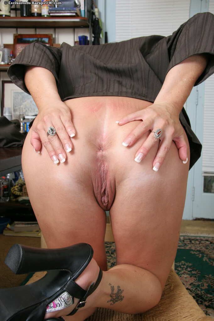 Milf asshole fingering