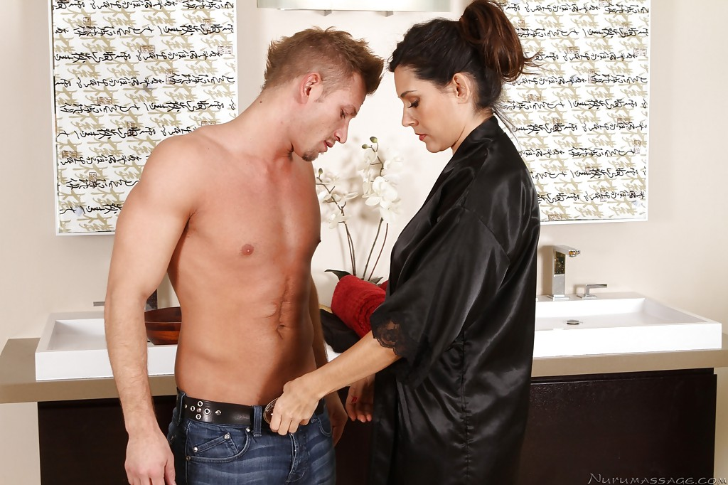 Ravishing latina masseuse has some oily and wet fun with her client