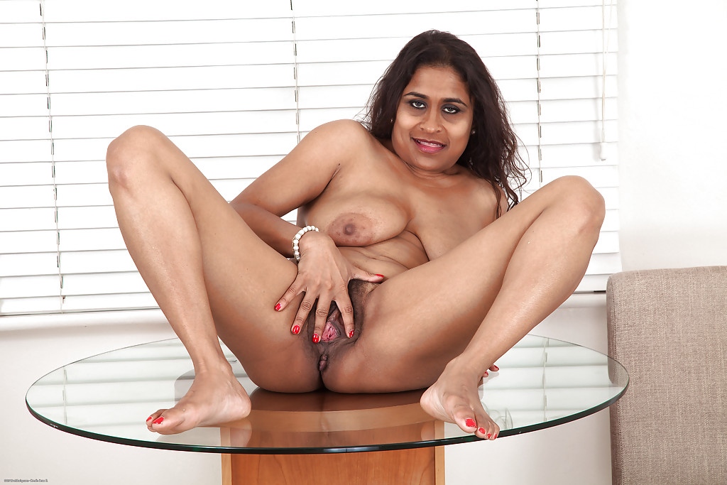 MADGE: Nude indian mature at beach