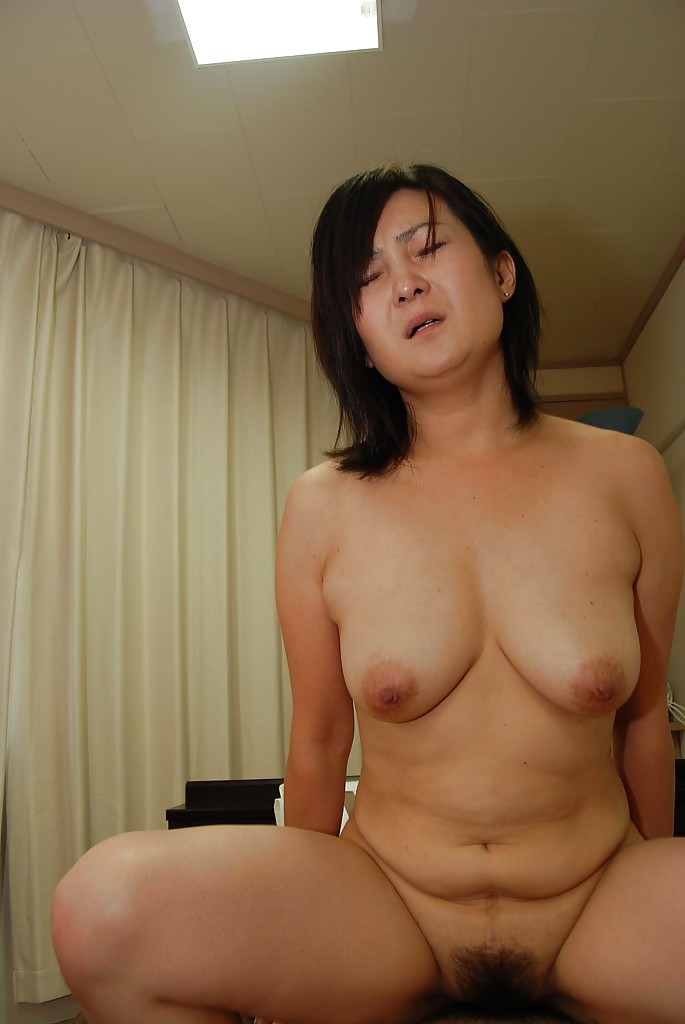 Japan milf with hairy bush