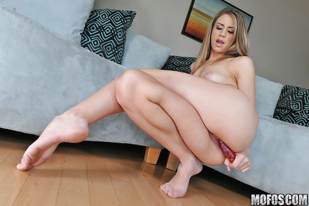 Nice pussy toying 500