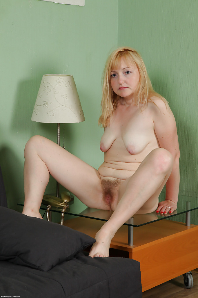 Nude mature with saggy tits