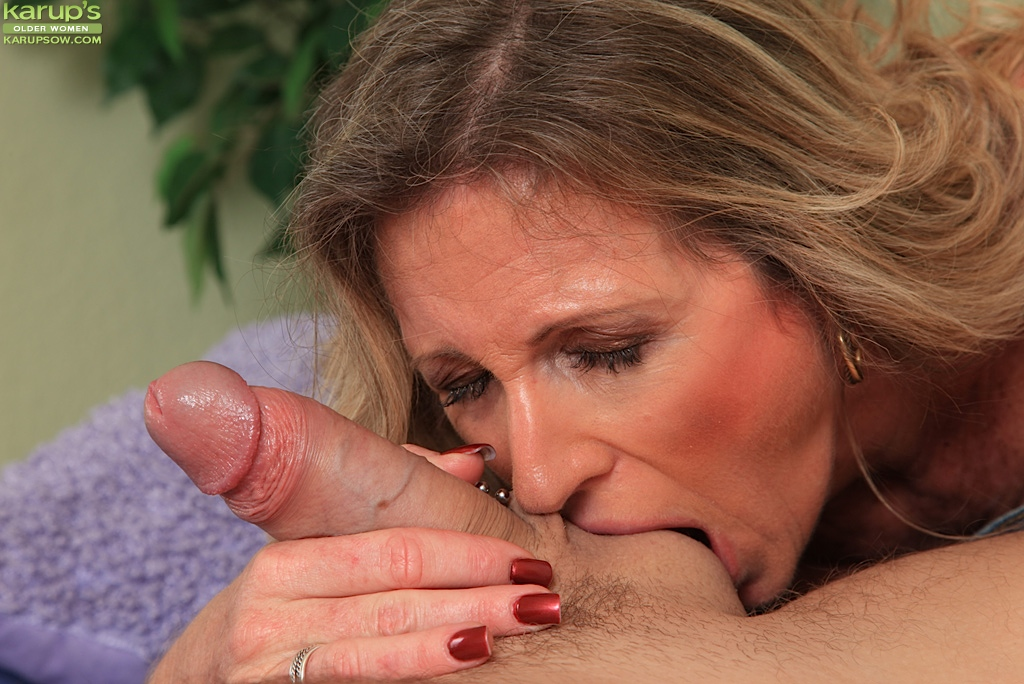 Super Horny Mature Woman Gives Young Man One Hell Of A Blowjob
