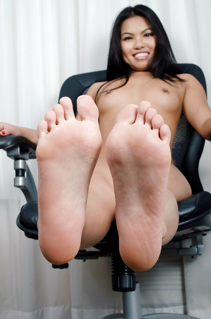 Very Sexy female soles nude you tell