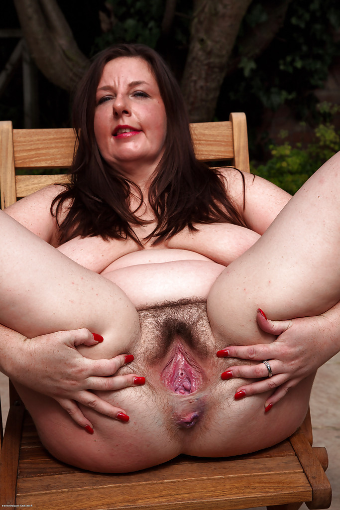 mature chubby saggy juggs