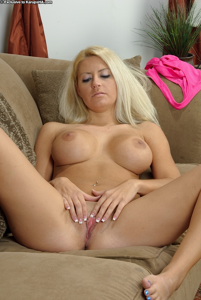 Hairy mature women spread