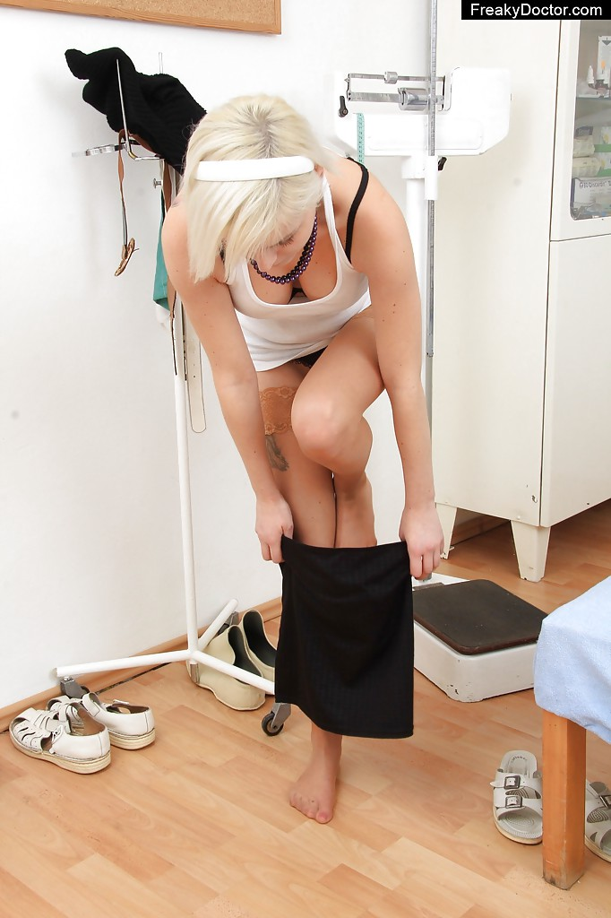 Fuckable blonde with ample bosoms gets involved into dirty gyno exam