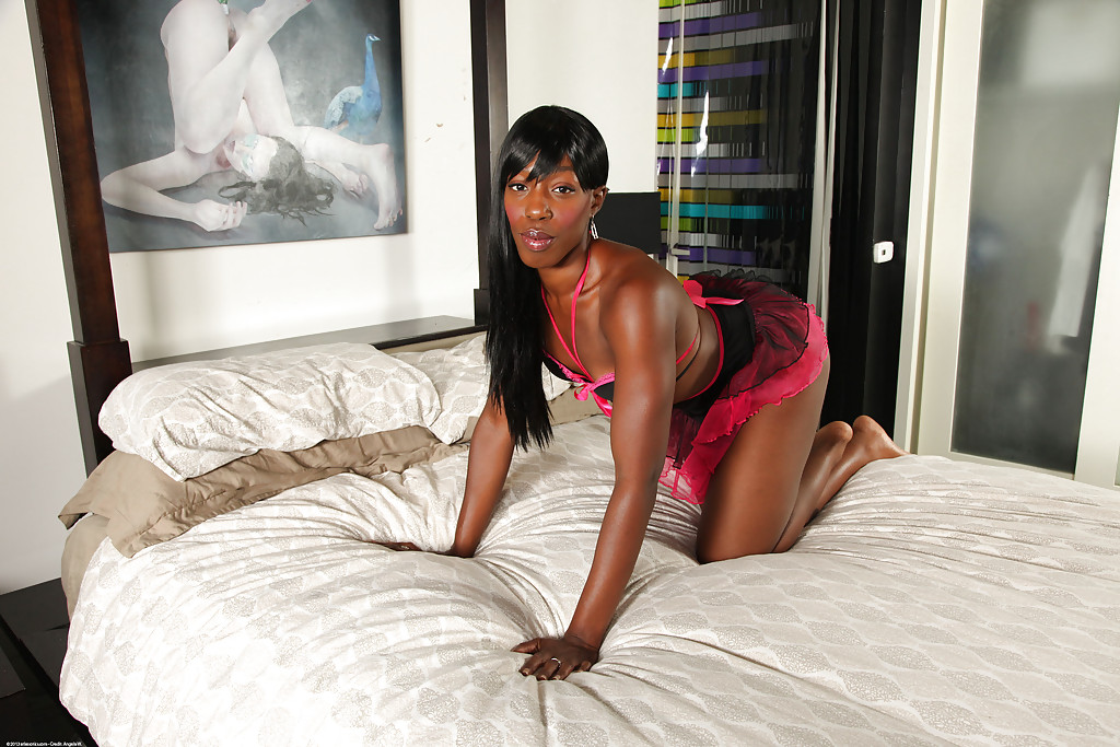 British Vixen Claudia Ebony