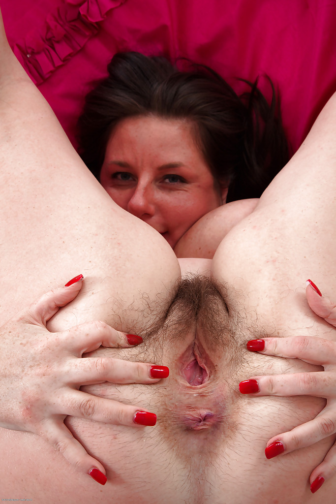 mature and hairy fatty jessica jay is spreading her yummy