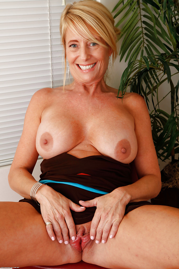 Homemade amateur mature clips