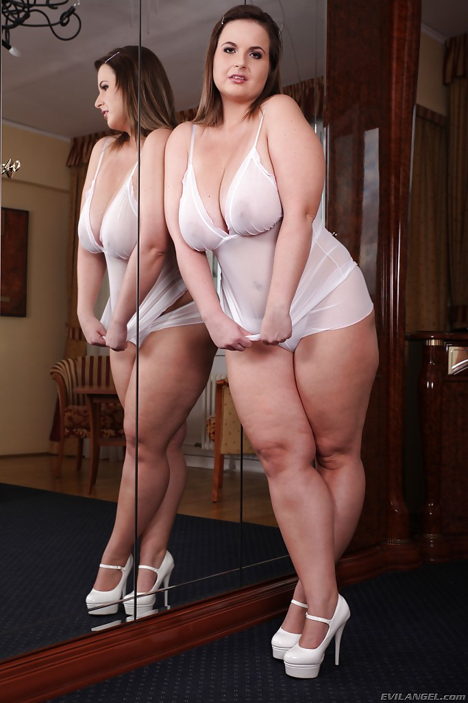 naked chubby girl in pantyhose