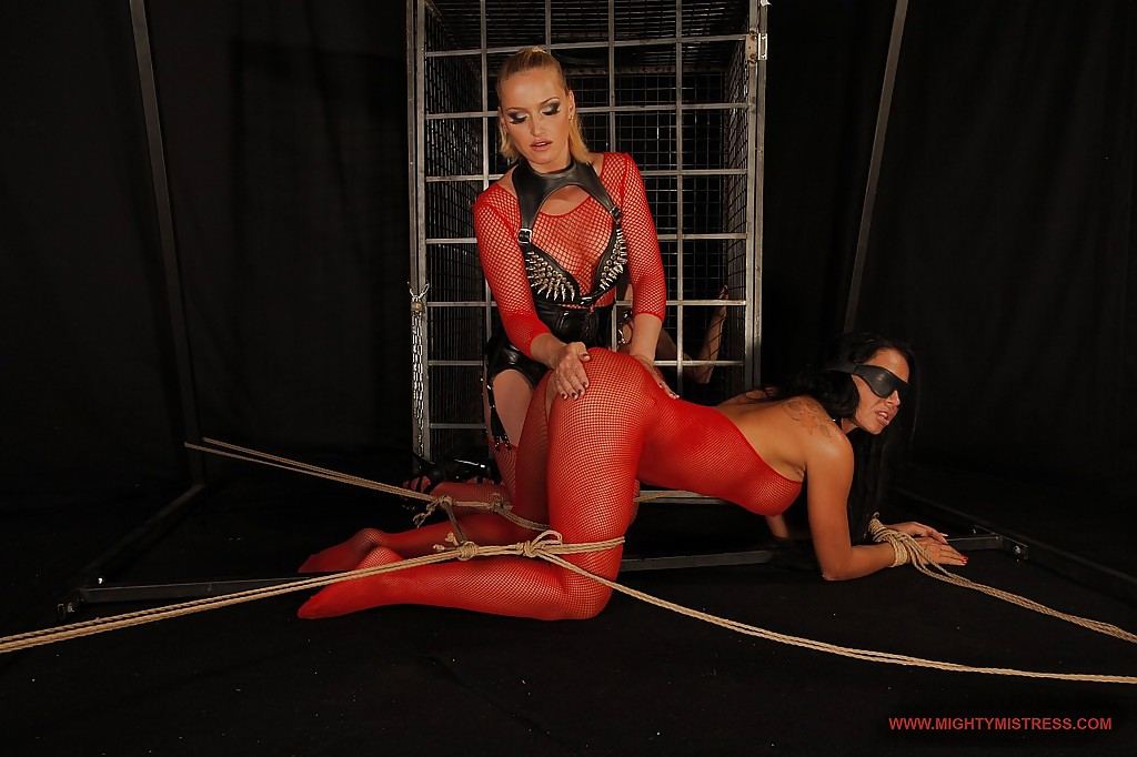 Mistress has fun with three amateur subs